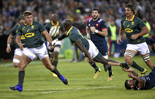 Raymond rules: Raymond Rhule off-loads to Malcolm Marx with Eben Etzebeth, right, up in support at Loftus on Saturday. Picture: CHRISTIAAN KOTZE/GALLO IMAGES