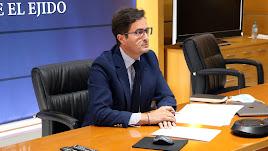 Francisco Góngora, alcalde de El Ejido, durante el desarrollo del pleno telemático en el municipio ejidense.