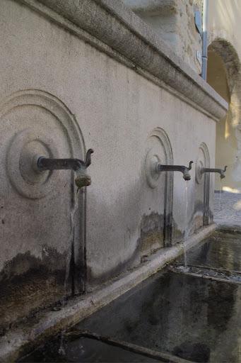 fontaine des fours Visans Les becs