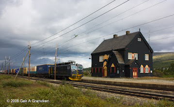 Photo: CargoNet freight train with El14 locomotive stops at Fokstua station, to await a crossing train