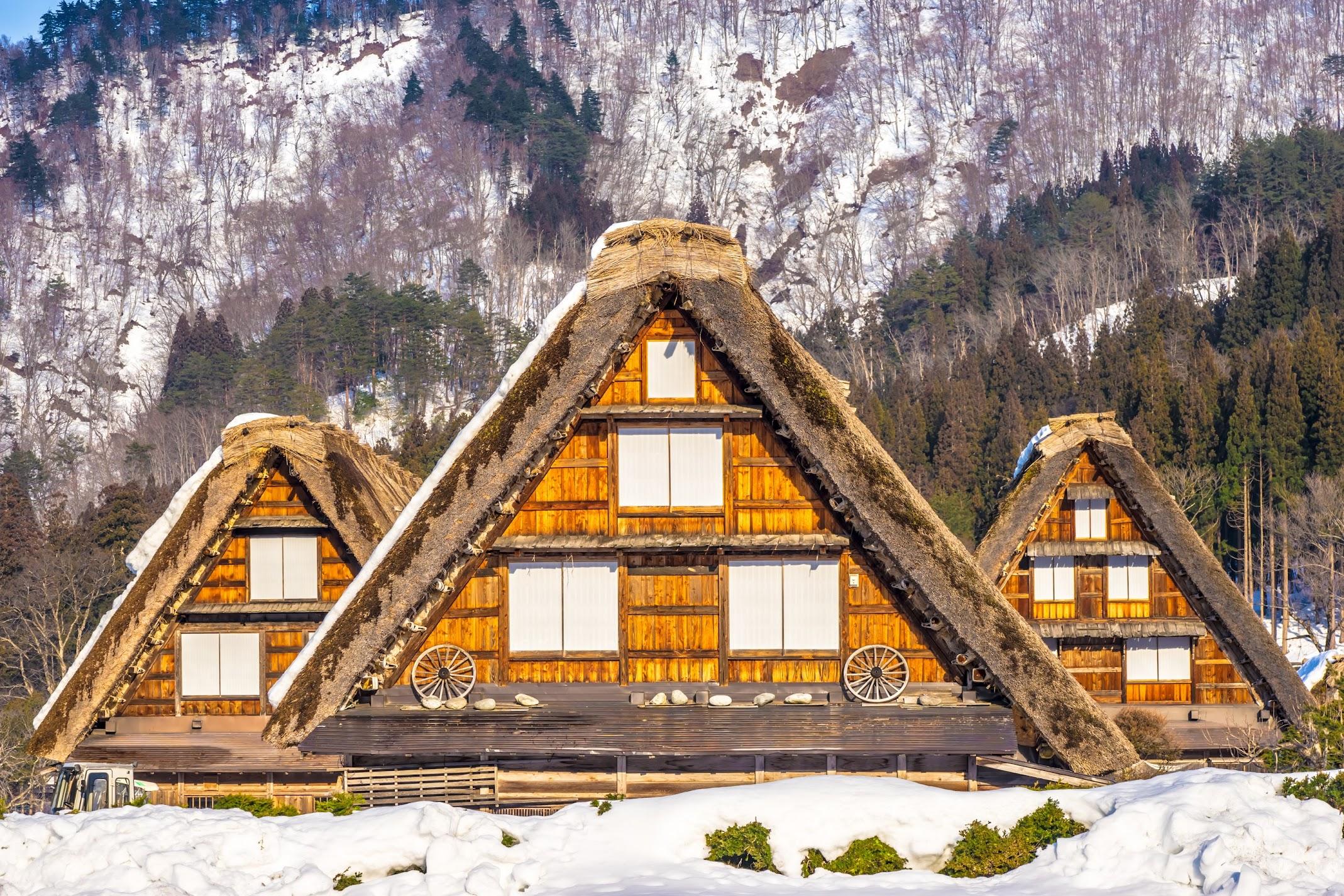 Shirakawa-go triple gassho style houses2