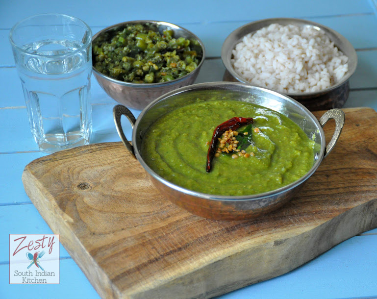 Keerai Moolagootal/ Mildly spiced spinach lentil coconut curry