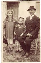 Photo: Idős Beke Károly, unokái: Hermina, Irén 1950?
