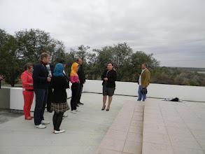 Photo: экскурсовод рассказывает блогерам о героическом прошлом этих мест