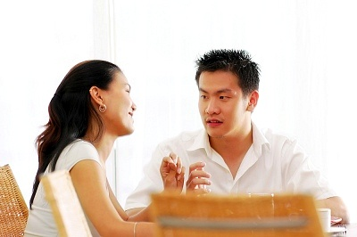 Vợ chồng nên ngồi lại và chia sẻ những khúc mắc cá nhân