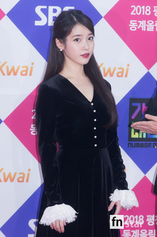 iu black dress 9