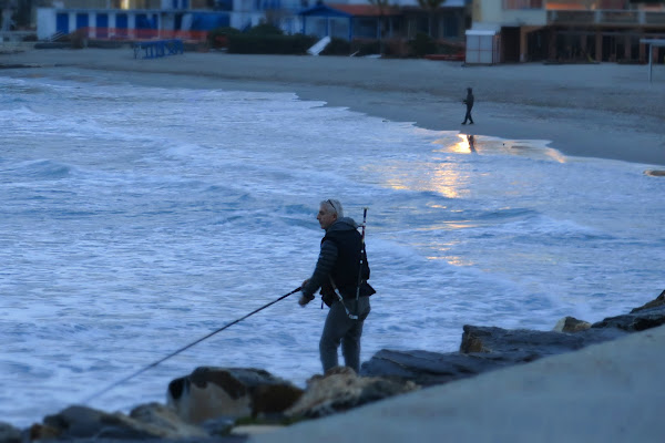 Pesca sul molo a gennaio di malte