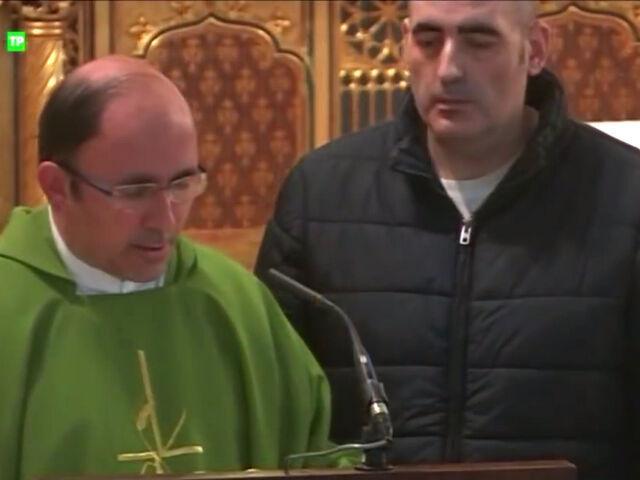 VÍDEO   Un hombre se hace con el micro en la misa de Trece: Soy Luis  Enrique y soy la reencarnación