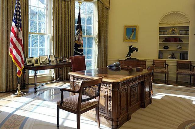 oval office chair. And The Chairs Flanking Desk Are Still Here From George W. Bush\u0027s Office. Hmmm \u2013 I Wonder If Damask Sofas Seen In Oval Office Last Night Chair N