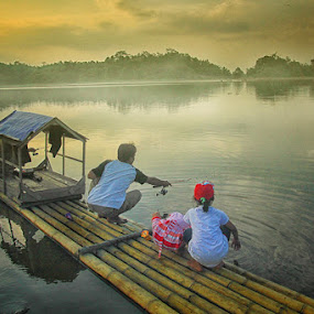 fishing with family by Endriq Abdhinagara - People Street & Candids