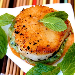 Seared Sea Scallops with Minted Peas on Wonton Crisps Recipe