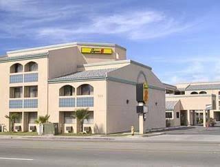 Super 8 Motel - Escondido