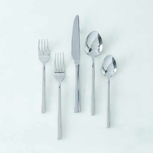 Arrezo Flatware (5-Piece Flatware Place Setting)