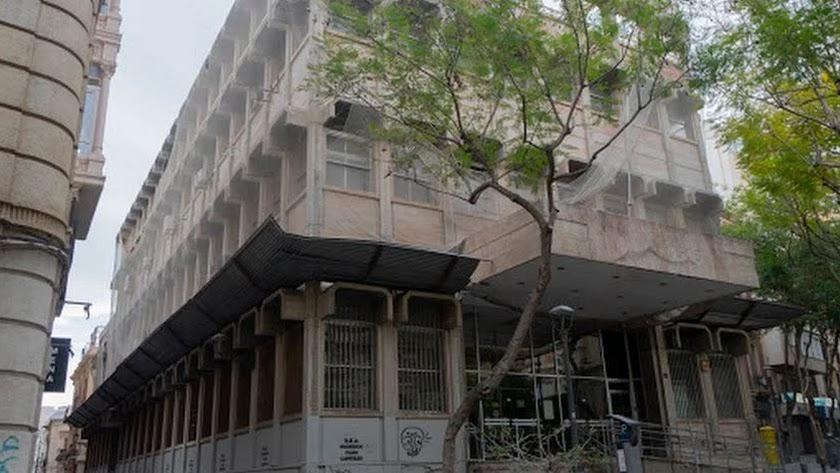 Fachada del antiguo edificio de la sede central de Correos