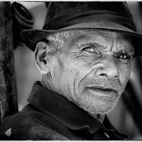 The man from Antsirabe by Jan Egil Sandstad - Black & White Portraits & People ( black and white, madagascar, man, portrait )