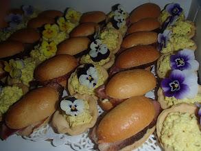 Photo: Navette briochée au magret de canard, béarnaise Quichette au crabe et à l 'ananas
