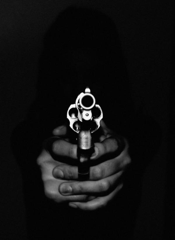 015--6-woman-shoots-at-a-sound-639342.jpg