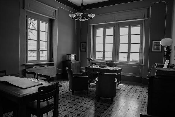 Light in the office di valvir1