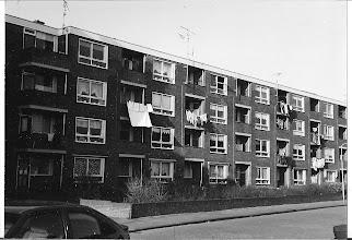 Photo: Eisenhowerflat: Op de volgende foto is te zien wat de  bewoners toen betaalde aan huur.