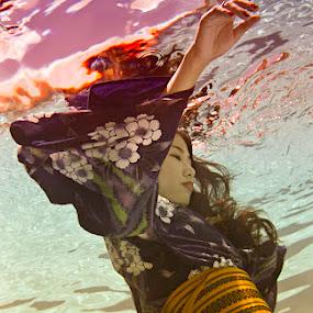The Drowning by John Chu - People Fine Art