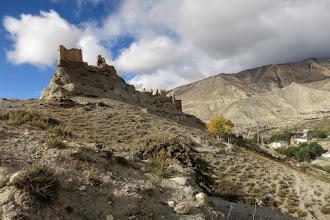 Photo: Sous le vieux fort de Ghiling