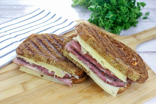 Best Reuben Sandwich Cut In Half.