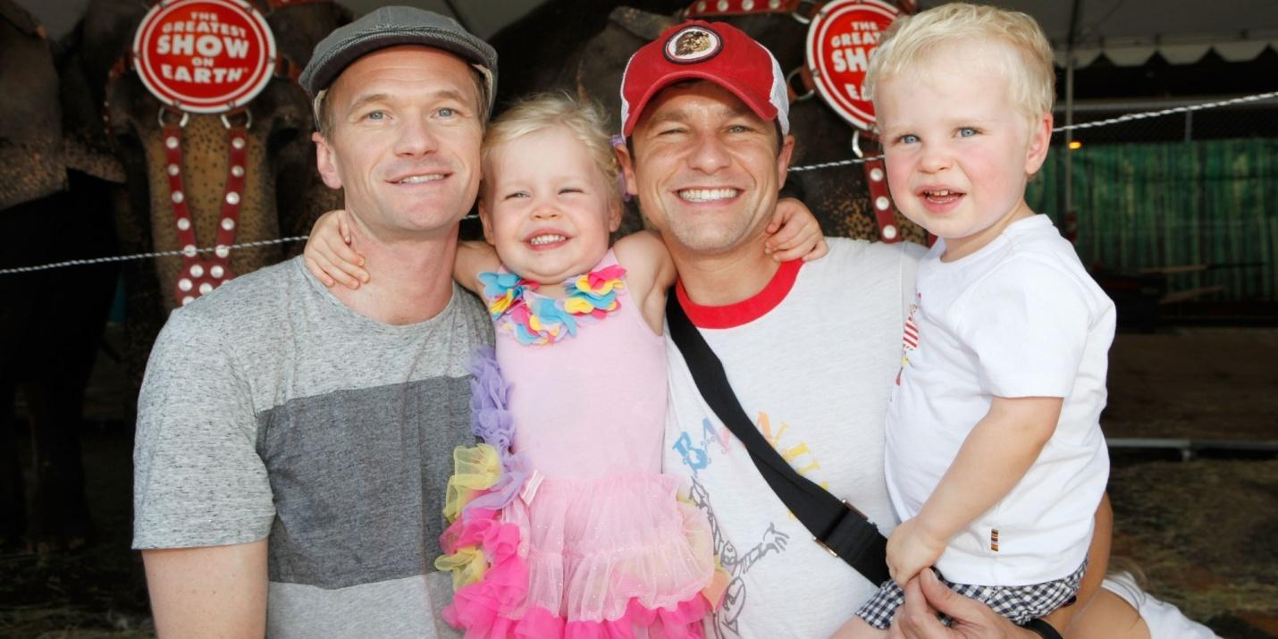 C:\Users\user\Desktop\Reacho\pics\o-NEIL-PATRICK-HARRIS-FAMILY-facebook.jpg