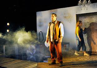 """Photo: LORTZINGS """"UNDINE"""" an der Wiener Staatsoper - Kinderfassung. Inszenierung: Alexander Medem. Premiere 18.4.2015. Carlos Osuna, Annika Gerhards. Foto: Barbara Zeininger"""