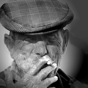 Smoking by Cristina Mestre - People Street & Candids