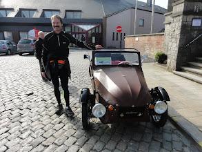 Photo: Onze Duitse wandelaar wil er wel bij op de foto.