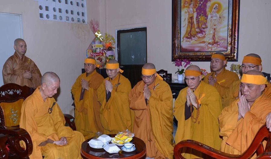 TT.Thích Thanh Phong đại diện môn đồ tứ chúng tác bạch thỉnh sư