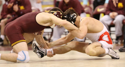 Photo: 133 Chris Dardanes (Minnesota) dec. Logan Stieber (Ohio State) 5-3
