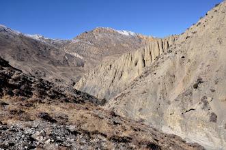 Photo: Remontée sur la rive gauche de la Damena khola