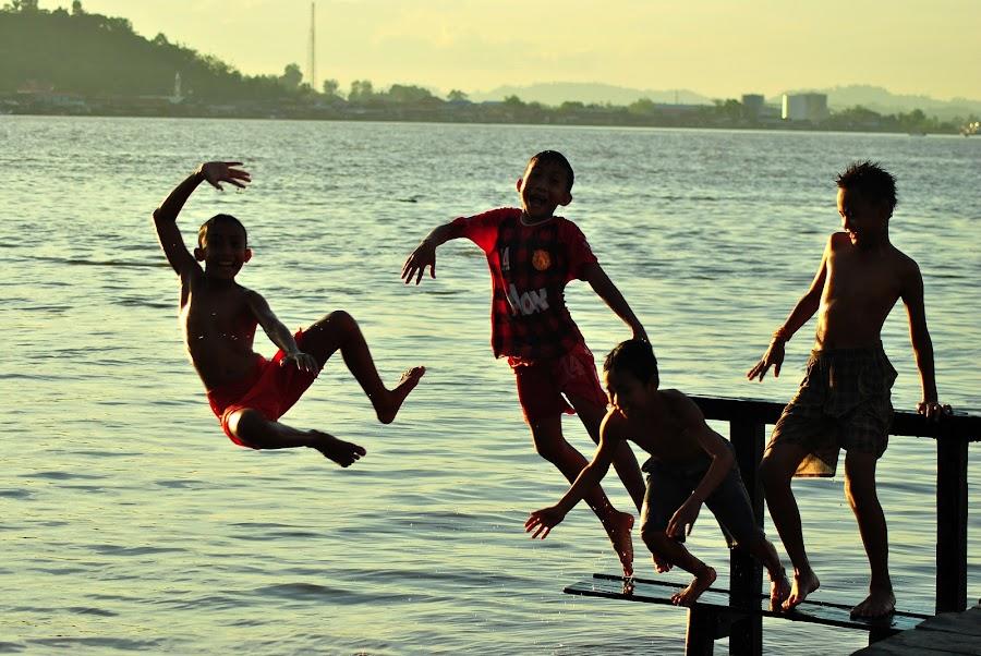 Kegembiraan mereka. by Arief Tisnadi Wasono - Babies & Children Children Candids