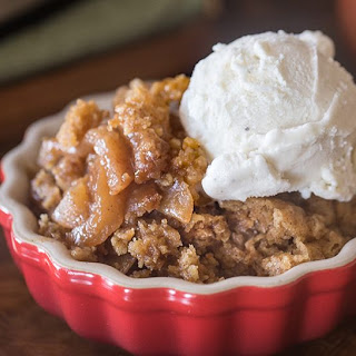 Slow Cooker Oatmeal Apple Cobbler