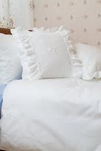 Photo: 荷葉邊刺繡抱枕