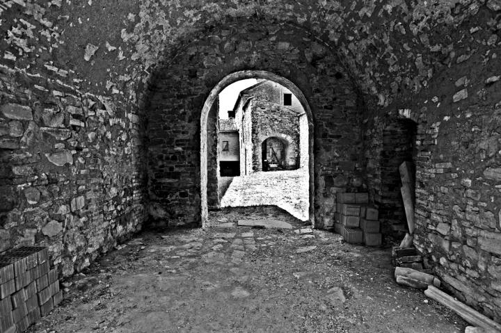 Attraverso le mura... di Paolo74s