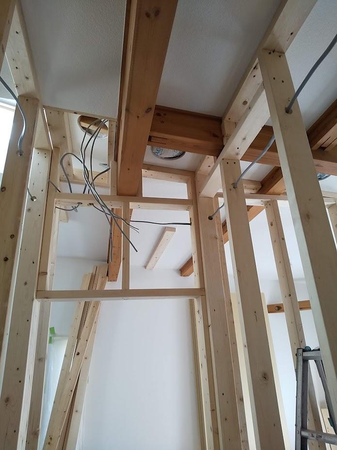 配線は壁内や天井裏へ