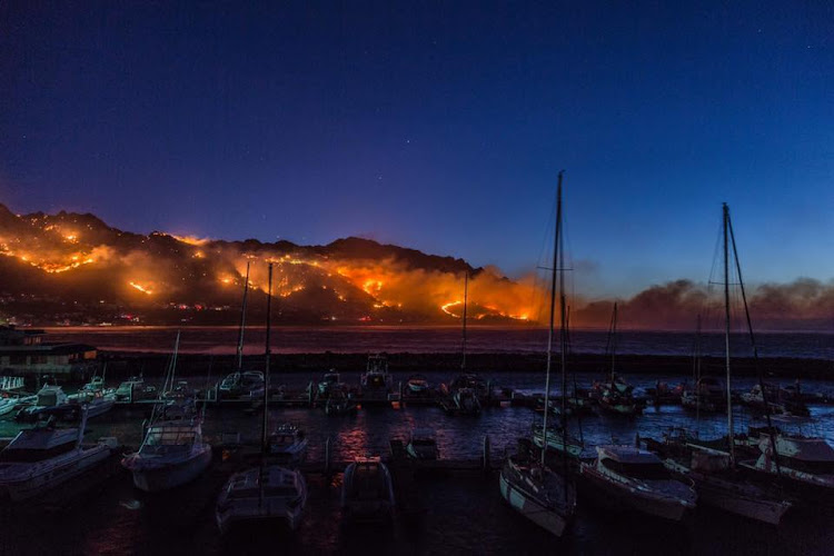 An images of the fire wreaking havoc in Gordon's Bay.