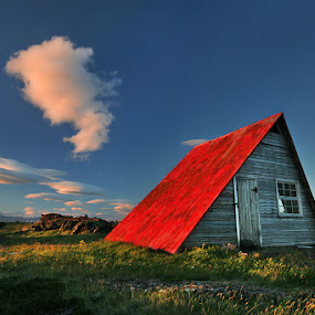 The Red Roof by Bragi Ingibergsson - Buildings & Architecture Other Exteriors ( old, iceland, red, brin, hut, bragi j. ingibergsson, landscape, abandoned )