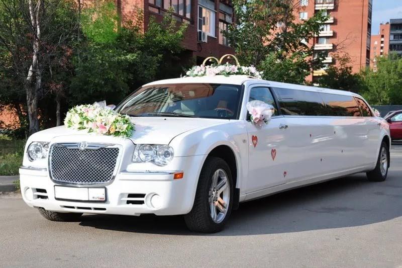 Лимузин на свадьбу: куда обратиться за прокатом