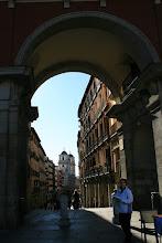 Photo: Arco de la Plaza Mayor hacia la calle Toledo