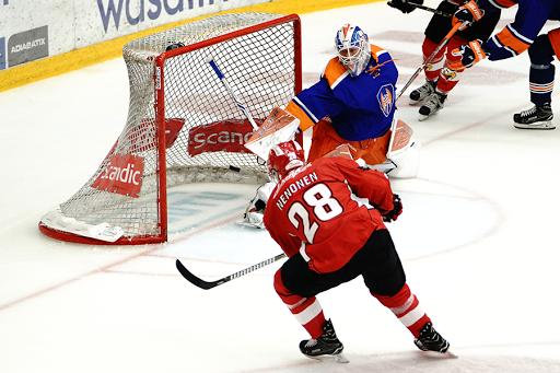 Markus Nenonen ampui ottelun loppulukemiksi jääneen 3-6-osuman. (Kuva: Samppa Toivonen)