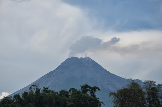 Photo: Just before we left..black smoke bellowing out of Merapi