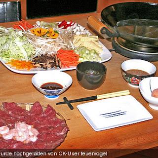 Shabu-Shabu - in Brühe gegartes Rindfleisch.