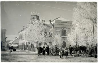 Photo: Zimné nedeľné odpoludnie v roku 1930.