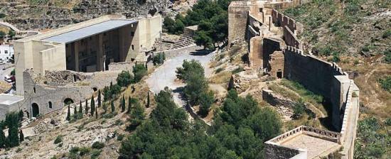 http://www.spain.info/export/sites/spaininfo/comun/galeria_imagenes/monumentos/r2_castillo_sagunto_t4600494.jpg_369272544.jpg