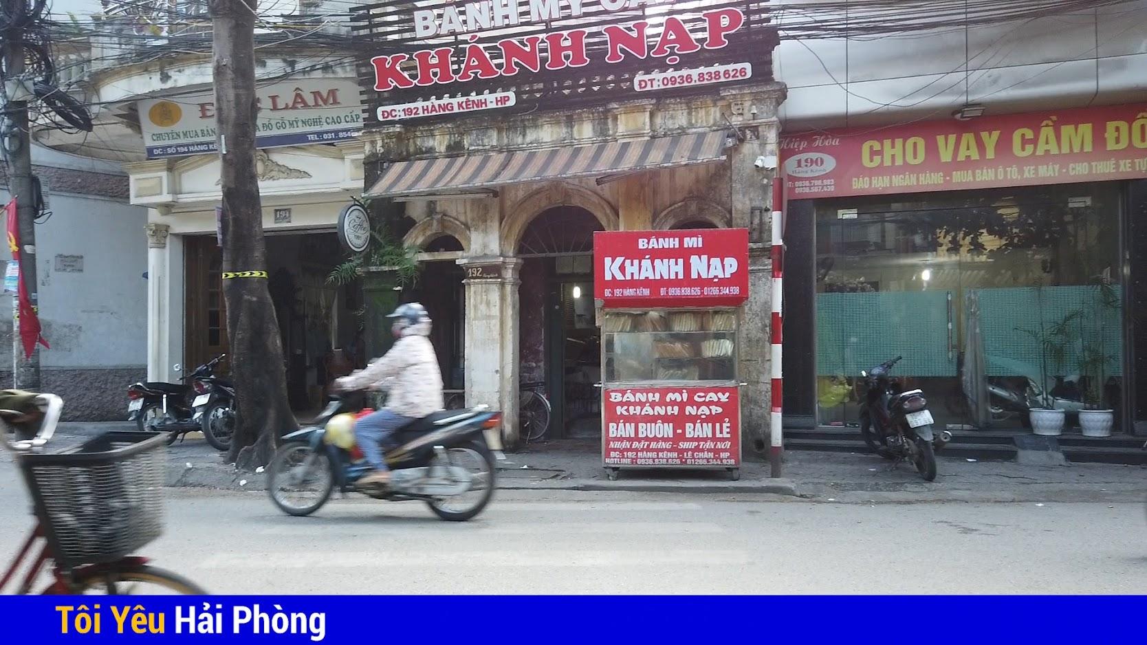 Bánh mỳ cáy Khánh Nạp nổi tiếng đường Hàng Kênh ở Hải Phòng