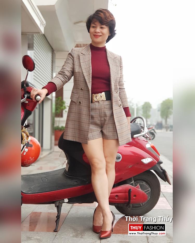 Bộ áo vest nữ dài qua mông và quần short kẻ caro V694 thời trang thủy đà nẵng