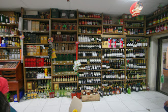Photo: Bestens sortiert, der Wein hat unser Preisniveau
